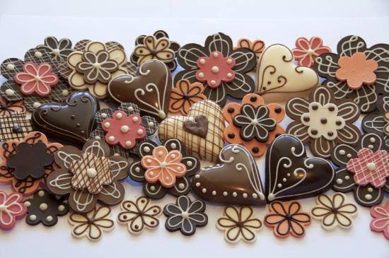 Rosslea, Australië: Learn how to make cake decorations and soft centre fille chocolates in the Chocolate Lovers clas