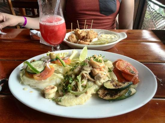 Eagle Rays Bar & Restaurant: Almuerzo