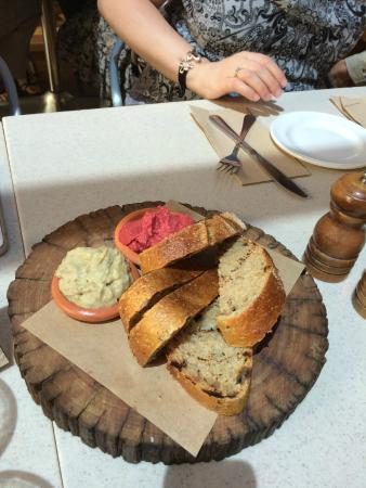 Hazelhurst Cafe: Bread with Duo of Dips