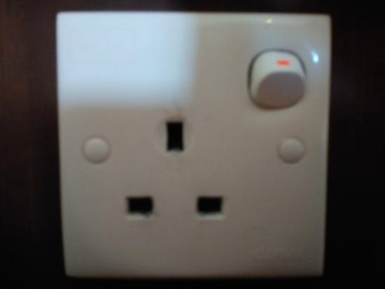Goodway Hotel Batam: plugs damaged and not working