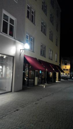 L'Osteria: Outside look