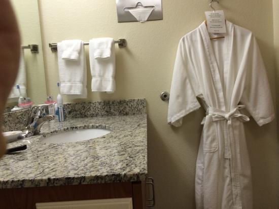 Drury Inn & Suites Las Cruces: Bath including robes