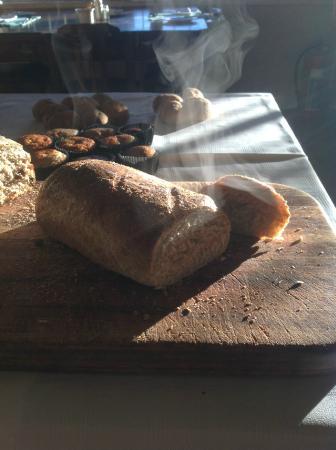 Agterplaas B&B: Steamy freshly baked bread everyday for breakfast