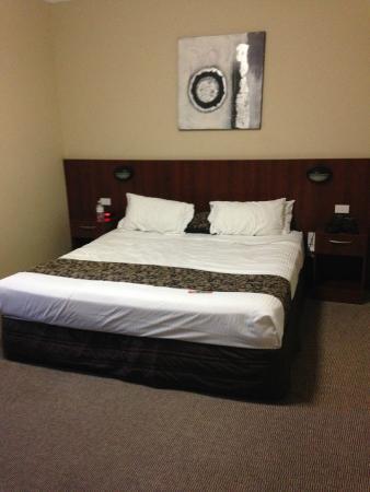 Rocky Resort Motor Inn: Our room
