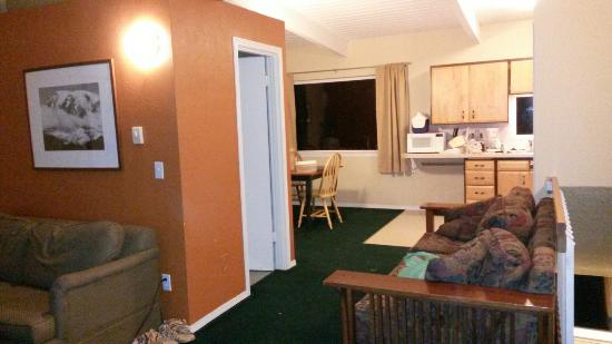 Ocean Shores, WA: Loved the room we had. Grandson had room to play. :)
