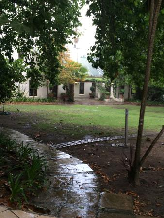 The Country Guesthouse: A rainy afternoon in the garden