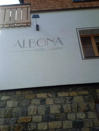 Hotel Garni Albona: The sign as you come up the street