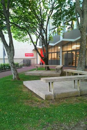 YMCA Hostel: The ground in front of YMCA