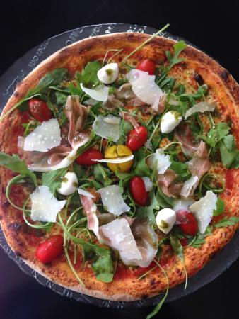 Eden Pizza : Parma : jambon cru, roquette, parmesan