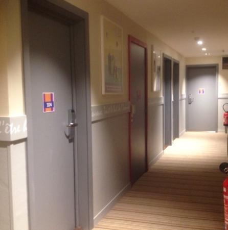 Ibis Styles Meaux Centre: couloir 1 er etage.