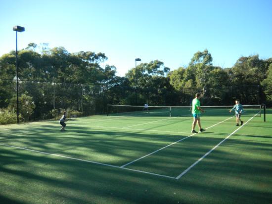 Canyonleigh, Australia: Anyone for Tennis