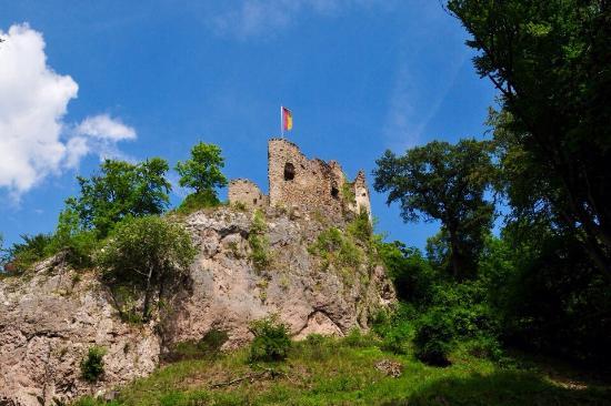 Hinterbruhl, Austria: Castle ruins Johannstein in Sparbach