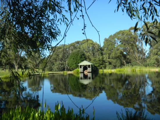 Canyonleigh, Australia: A relaxing row around the lake