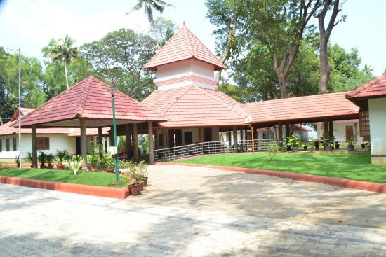 Suvasam Lake Resort: view of hotel