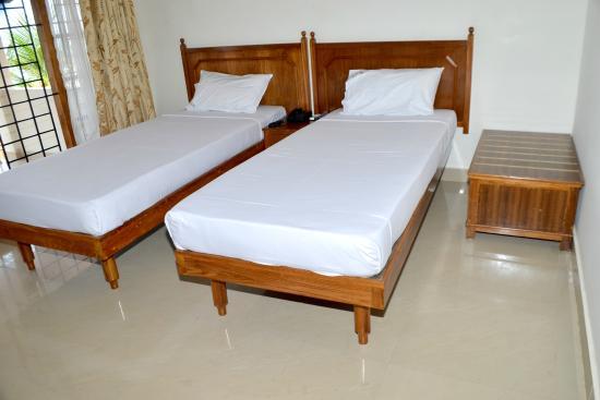 Suvasam Lake Resort: room