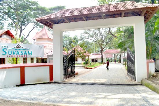 Suvasam Lake Resort: hotel entrance