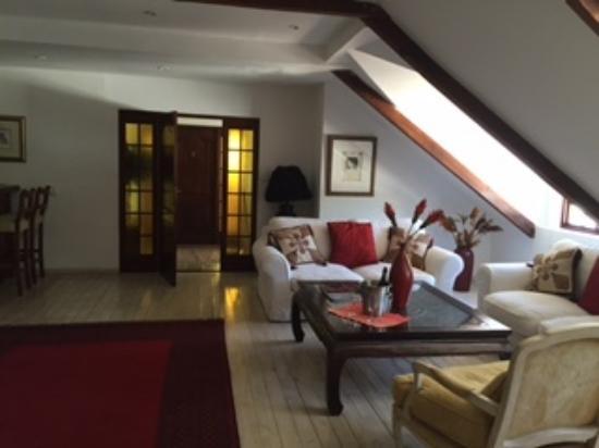 Le Ballon Rouge: living room