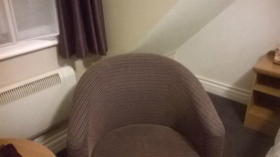 Premier Inn Nottingham North (Daybrook) Hotel: Watch your head if leaning back in the chair