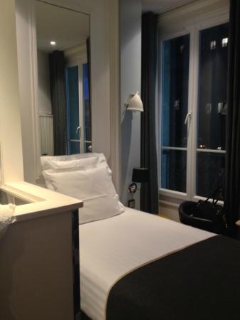 Hotel Stella Etoile : Une chambre bien décorée et optimisée