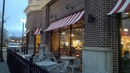 Newk's: Patio available