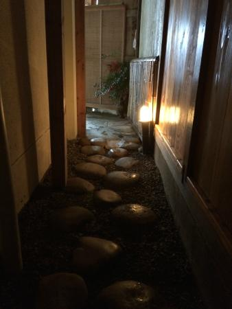 Kogakuro: Walkway to outdoor onsen