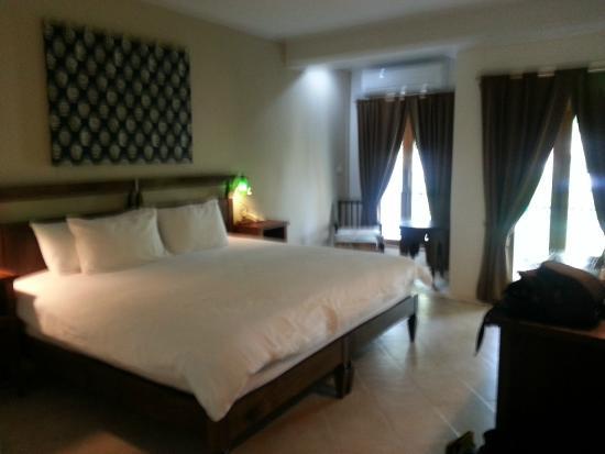 chambre avec lit kingsize - Picture of AliSea Boutique Hotel, Ao ...