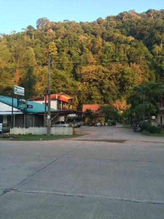 Rim Khao Resort: view from the street