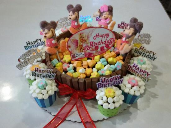 Marvelous Kitkat Marsmallow Birthday Cake Cupcakes Picture Of Zams Food Birthday Cards Printable Opercafe Filternl