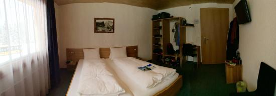 Hotel Wetterhorn : Our Bedroom