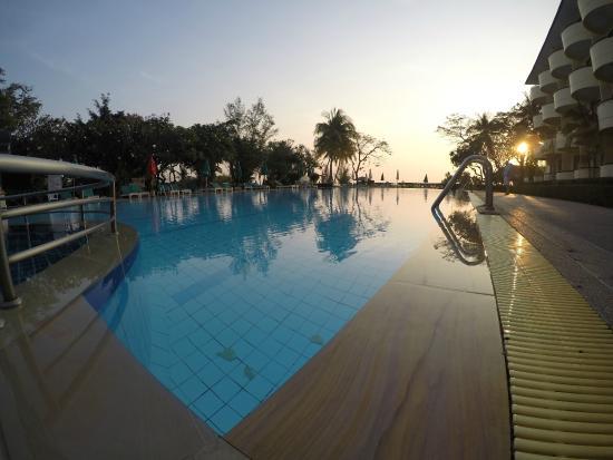 Beach Garden Hotel : Большой бассейн