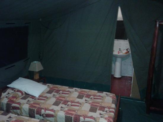Bwana Tembo Safari Camp: Inside of tent