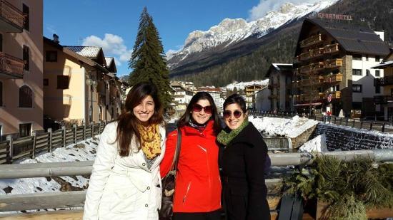 Hotel Dolomiti: על גדת הנהר הצמוד למלון