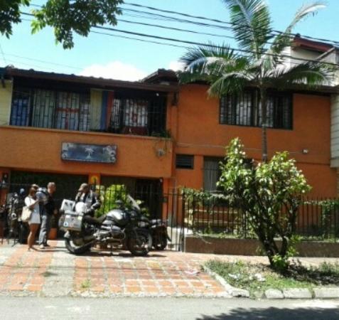 Palm Tree Hostal Medellin: Lugar para motos