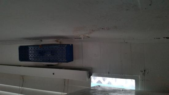 Key Largo House Boatel : Ceiling Damage