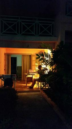Travellers Palm: Patio at night