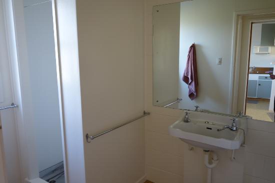 Pukenui Lodge Motel: restroom #2