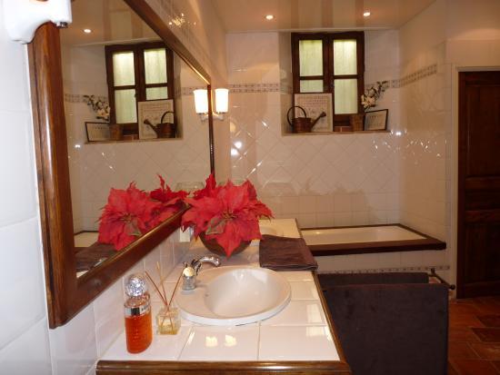 La Maison d'Isabelle: La Coeur - bathroom
