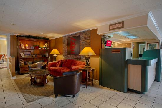 Red Roof Inn & Suites Herkimer: Lobby