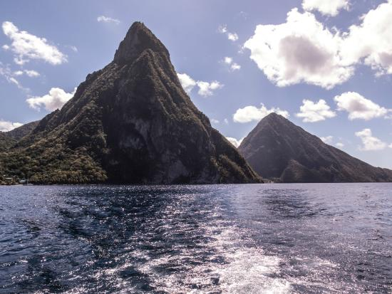 Island Divers: Twin Pitons