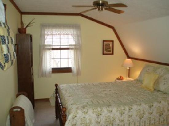 Mountain Top Lodge at Dahlonega: Rm 6 - Cozy Getaway!