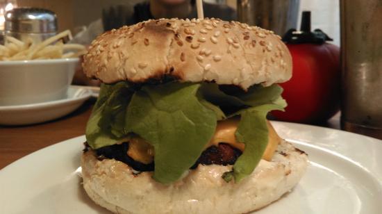 Gourmet Burger Kitchen - Soho Wharf : classic american cheese