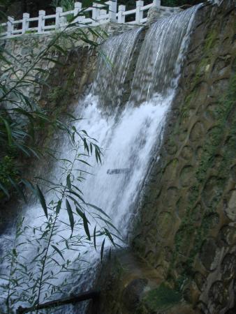 Huairou Xiangshuihu Great Wall Scenic Resort: водопад