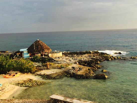 Coral Cove Resort: The view from our room - The Starbright Room