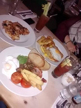 Ffiona's : Full English, Chicken Snitzel, Blueberry Pancakes
