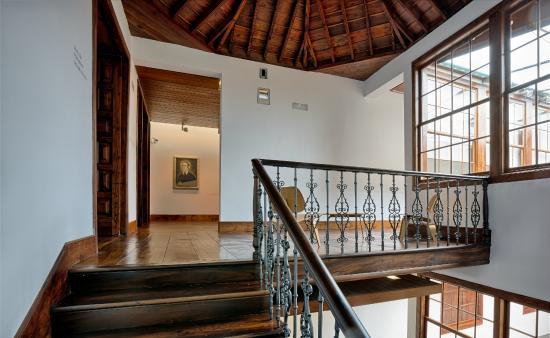 Fundacion Cristino de Vera: Escalera principal acceso a la colección de arte Cristino de Vera