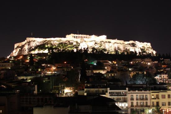 Plaka Hotel: Vista do terraço do hotel a noite
