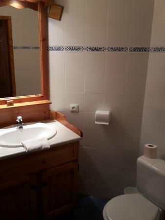 Les Montagnettes Soleil: Salle de bain avec douche