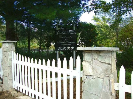 Gable Haus Country Inn & Linville Cottages: New Fence