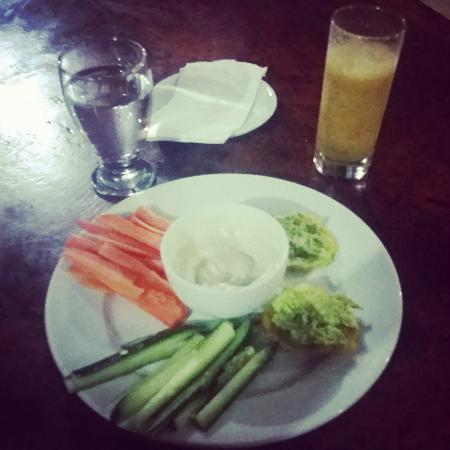 Tierra de Suenos Lodge: delicious detox dinner, savory vegan dip, fresh vegetables, plantains with avocado & a smoothie!