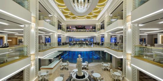 Queen's Park Resort: Lobby Giriş
